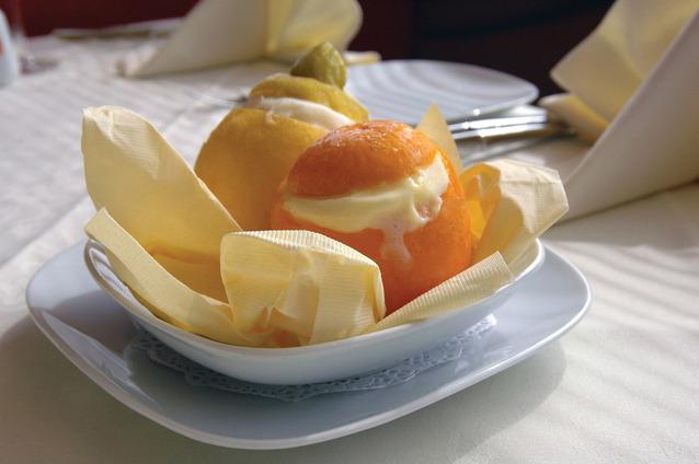 Сорбет из грейпфрута в грейпфрутовых формочках graphic
