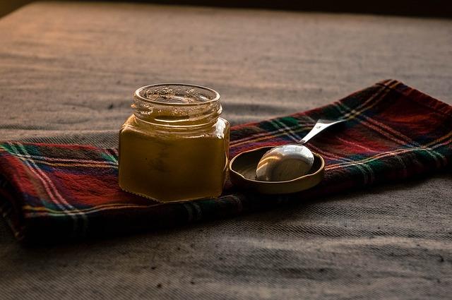 Витаминная смесь-грецкие орехи, лимон, курага, чернослив, изюм, мед. graphic