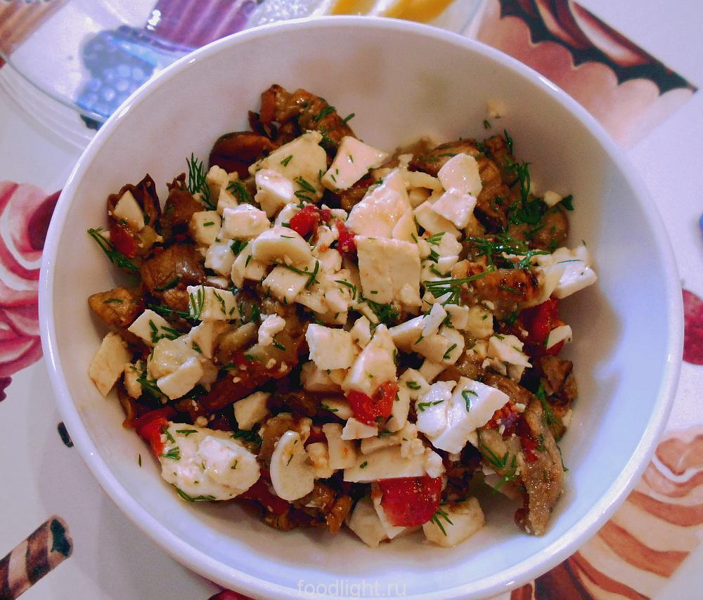 Салат с запечеными баклажанами и творожным сыром graphic